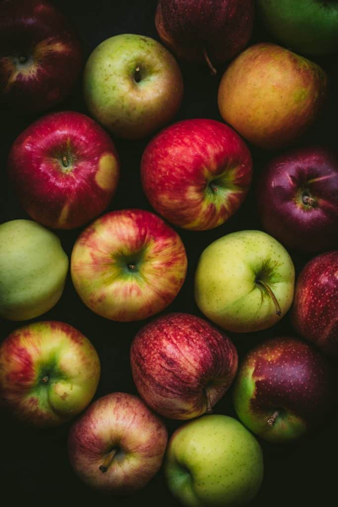beautiful photography of apple varieties on a dark background