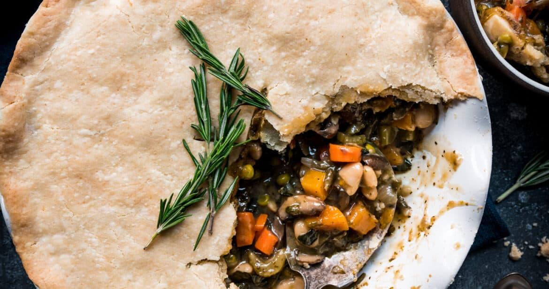 overhead of vegan pot pie in a round pie pan