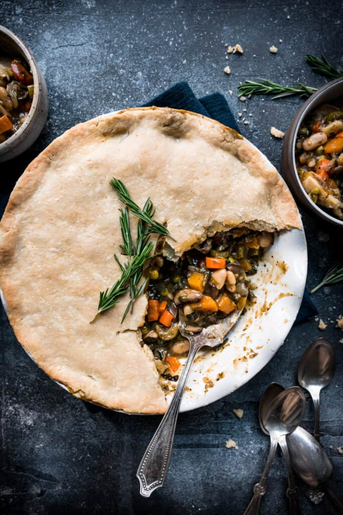 overhead of vegan pot pie in a round pie pan