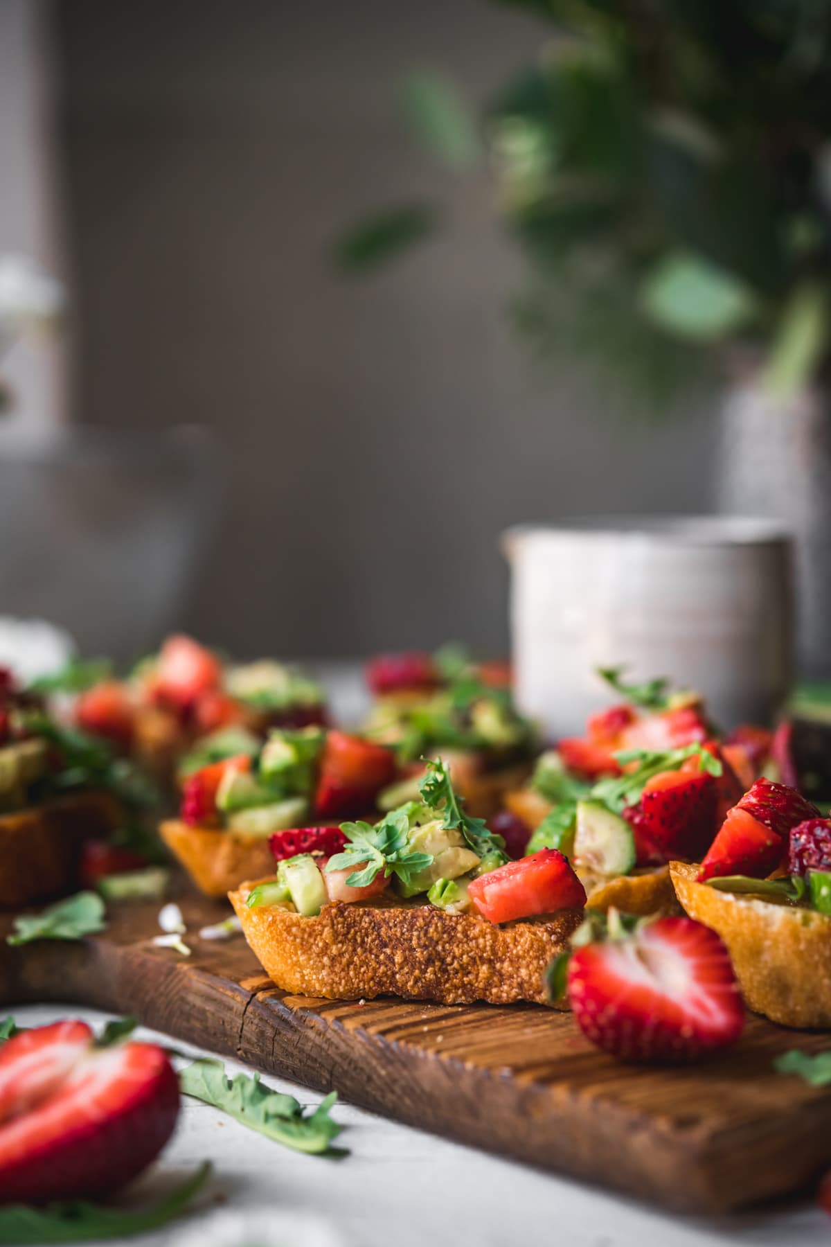 close up view of crostini topped with strawberry avocado salsa